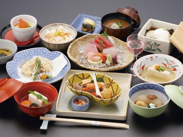 焼津グランドホテル 地元の海・山の旬の幸を豊富に取り入れた和食会席料理