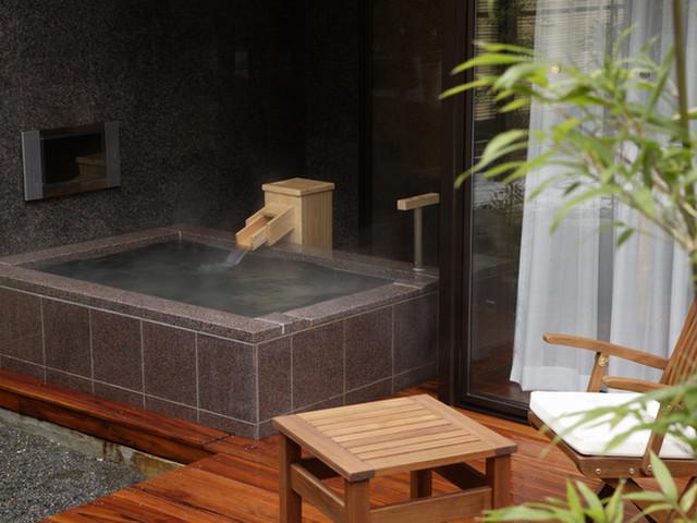 熱海ふふ 自家源泉かけ流し客室露天風呂