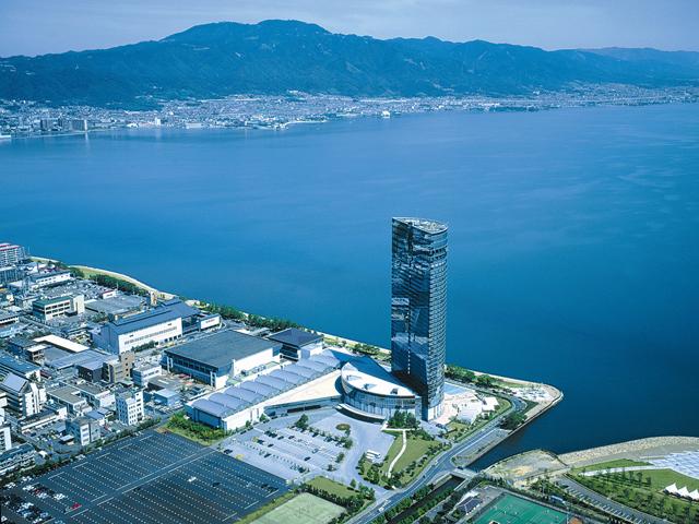 びわ湖大津プリンスホテル 琵琶湖畔に佇む38階建ての高層ホテル