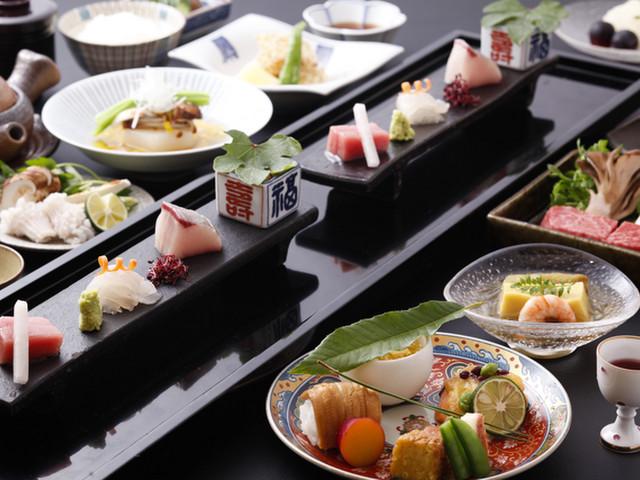 有馬温泉 御幸荘花結び 季節の旬の食材を使った会席料理をご用意しております