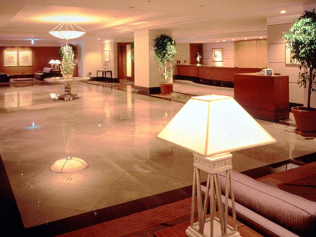 神戸ベイシェラトンホテル&タワーズ 落ち着きのある重厚感あふれるロビー