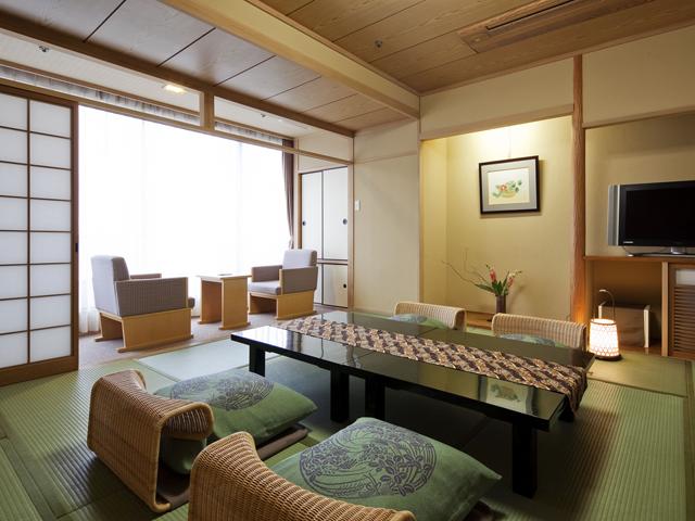 道後プリンスホテル 松山市街を眺める、ゆったりとした寛ぎの和室