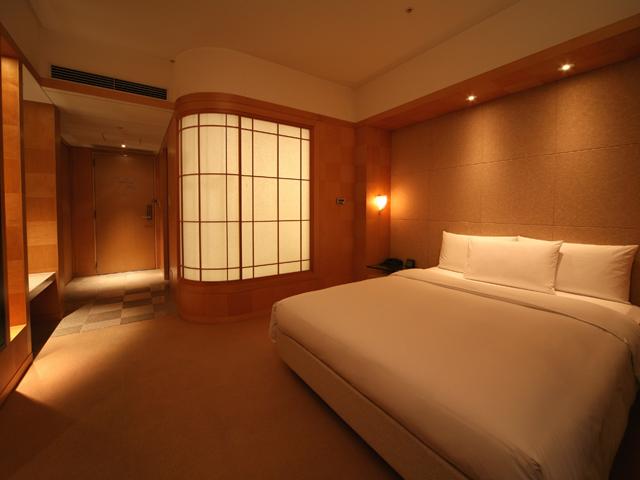 グランド ハイアット 福岡 上質の木壁と黒御影石を使った優美な客室