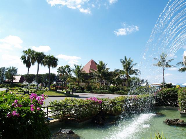 オクマプライベートビーチ&リゾート(旧:JALプライベートリゾートオクマ) 亜熱帯の植物が南国ムードたっぷりに演出