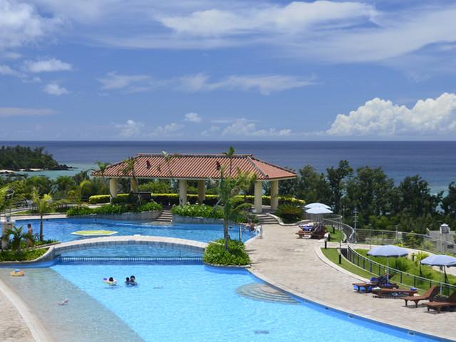 全長170mに及ぶ沖縄最大級のガーデンプール