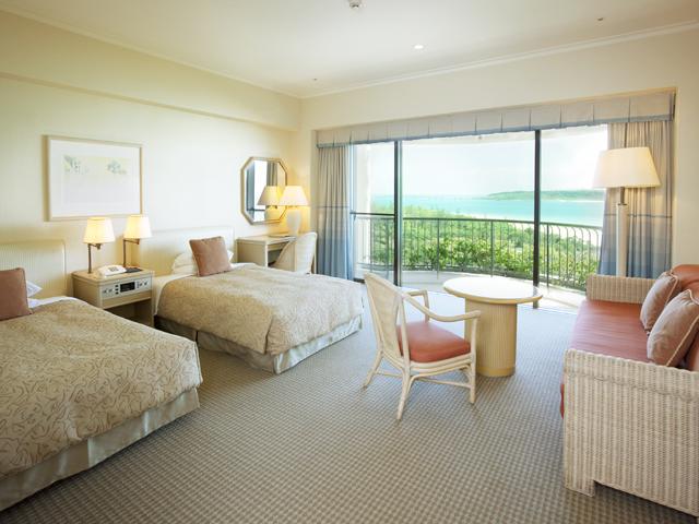 宮古島東急ホテル&リゾーツ 全室が海に面し、落ち着いた雰囲気の客室