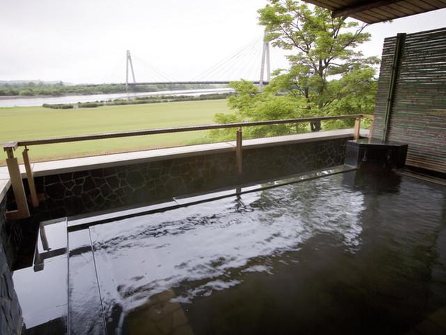 モール温泉を楽しめる「大浴場展望露天風呂」