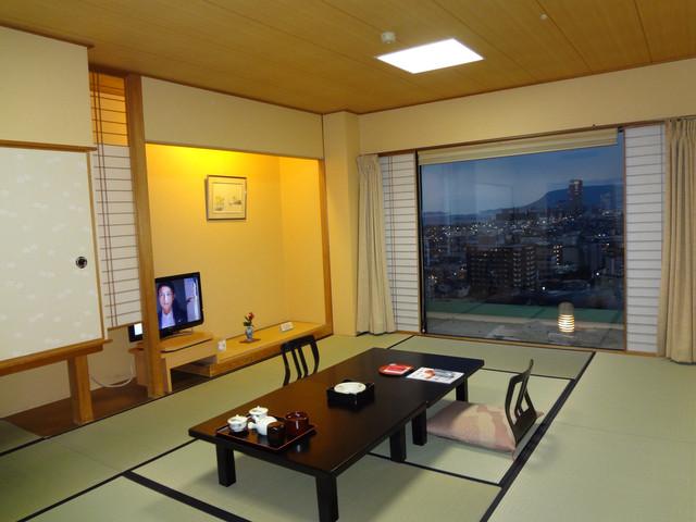 喜代美山荘 花樹海 足元から広がる絶景。高松市内や瀬戸内海の多島美を一望