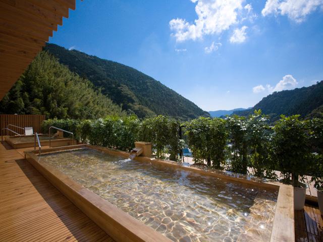 山翠楼 高台に位置し、箱根外輪山を見渡せる展望露天風呂