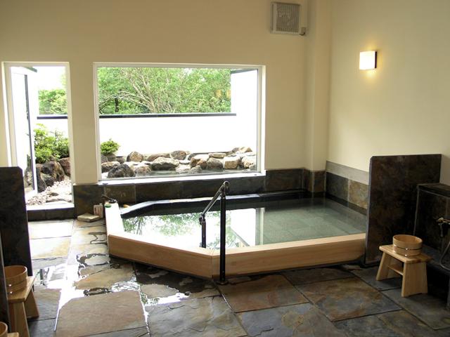 仙石原 露天付客室充実の宿 品の木一の湯 2種類の泉質が楽しめる大浴場