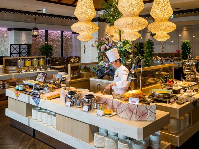 島独自の食材をシェフの感性で仕上げる国際色豊かなビュッフェレストラン「シーフォレスト」