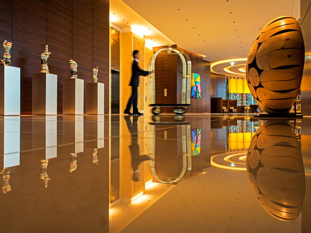 インターコンチネンタルホテル大阪 コンテンポラリーラグジュアリーな空間が広がるロビー