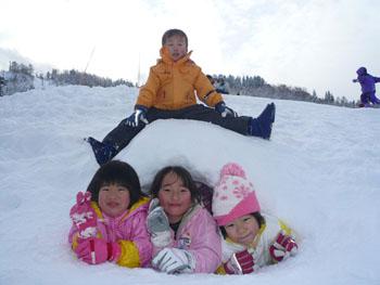 豪雪地帯ならではの雪遊び