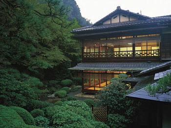 西陣織の織元の別荘として生まれた「粟田山荘」