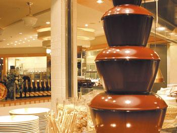 レストランには、お子様も大喜びのチョコレートファウンテンを用意しています。