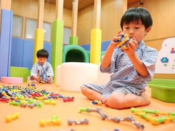 絵本や遊具、玩具が揃うキッズコーナー
