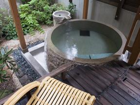 昔心の宿金みどり 庭を眺めながら楽しめる貸切露天風呂