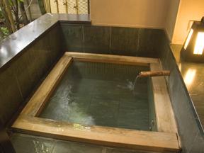 香雲館 客室の露天風呂