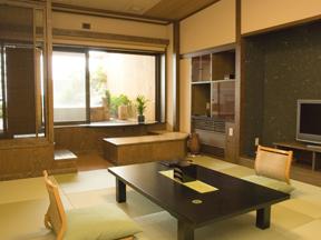 心に咲く花 古久家 八角形・木づくりの露天風呂がある「野のしずく」は大人の上質を知る人向きの客室