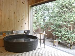 鬼怒川グランドホテル夢の季 黒陶器が暖かみを添える「一休<黒陶器の湯>」