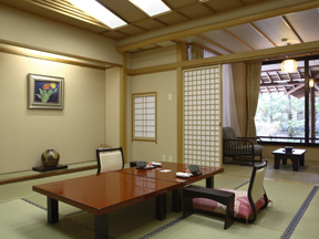 鬼怒川グランドホテル夢の季 手入れの行き届いた日本庭園の四季のうつろいを楽しむ