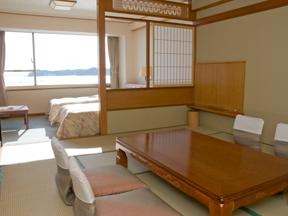 勝浦ホテル三日月 日差しが明るいオーシャンビューの和洋室