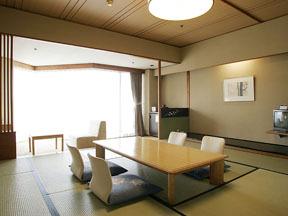 松島センチュリーホテル 海を見渡す客室にはテラス席も用意