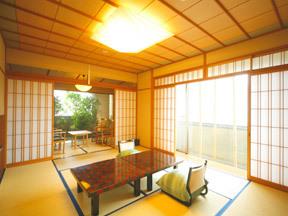 葉渡莉 坪庭を眺める檜の露天風呂付き客室