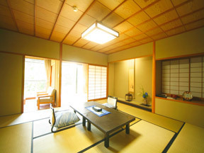 たちばな四季亭 窓いっぱいに服部神社の杜が広がる露天風呂付き客室