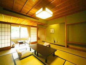 花紫 全室から鶴仙渓が望める、坪庭や書院が付いた数奇屋風の標準客室