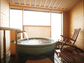 季がさね 客室にある信楽焼きの露天風呂
