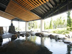 加賀観光ホテル 新露天風呂「湯多風多」の露天岩風呂
