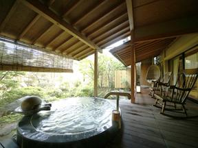 グランディア芳泉 客室にある露天風呂