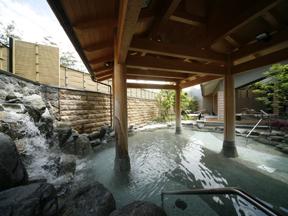 まつや千千 男性用の露天岩風呂