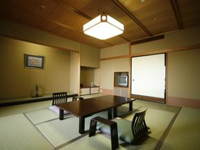 まつや千千 ゆったりと落ち着ける12.5畳中心の「せんせん館」の客室