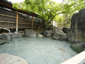 気兼ねなく、心地よく、あわら温泉 ホテル八木 「殿の湯」露天風呂