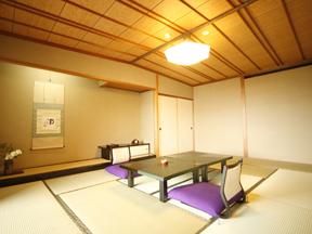 ホテル八木 ファミリー客に向く2間続きの客室