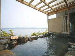あえの風 七尾湾を目の前にする露天風呂は開放感満点