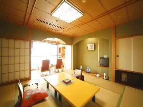 宿守屋寿苑 板敷リクライニングスペースが好評の客室