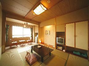 平成館海羊亭 シンプルなレイアウトが落ち着く客室の空間