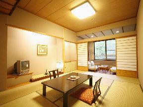 第一滝本館 数奇屋風のくつろぎのある間取りで落ち着ける客室