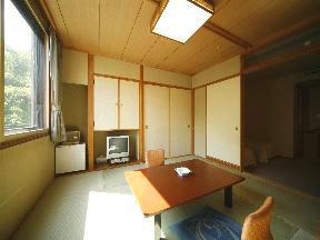 名湯の宿パークホテル雅亭 明るくくつろぎのある和室と広めのツインルーム