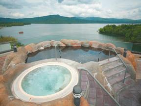 ニュー阿寒ホテル ジャグジーと岩風呂がある展望露天風呂