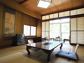湯元庄屋和泉屋旅館 のんびりと落ち着く純和風の造り
