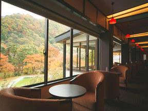 源泉湯の宿松乃井 ロビーに隣接した「お茶処風雅」からの眺望