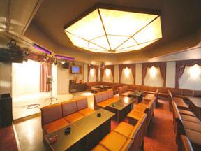 吟松亭あわしま 本格的な舞台照明を完備したクラブ「シンデレラ