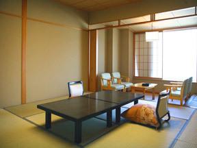 游水亭いさごや 飛水館にあるゆったり広め12.5畳の基本客室