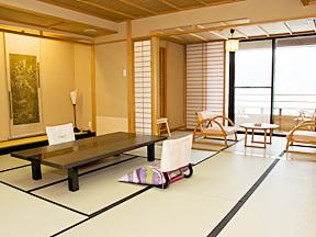 花水庭おおや 広縁も畳み敷きで、さらにゆったり使える落ち着いた趣の和室