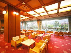 花巻温泉 ホテル千秋閣 やわらかな明かりに包まれるロビー