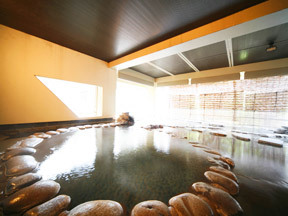 長栄館 丸い自然石がやさしげな小町の湯露天風呂